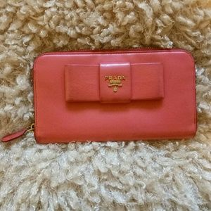 💯Auth Prada large coral bow zippy wallet